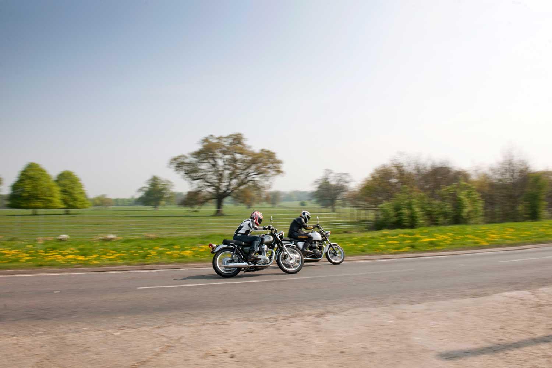 Triumph-Bonneville-vs-Kawasaki-W650-001