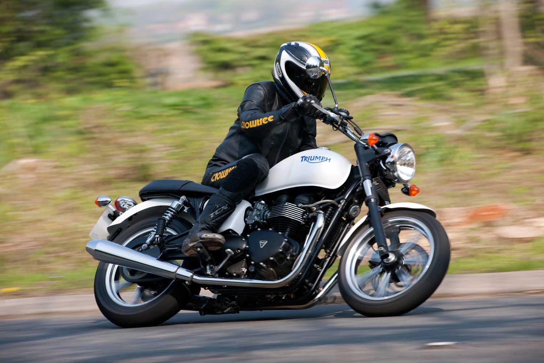 Triumph-Bonneville-vs-Kawasaki-W650-011