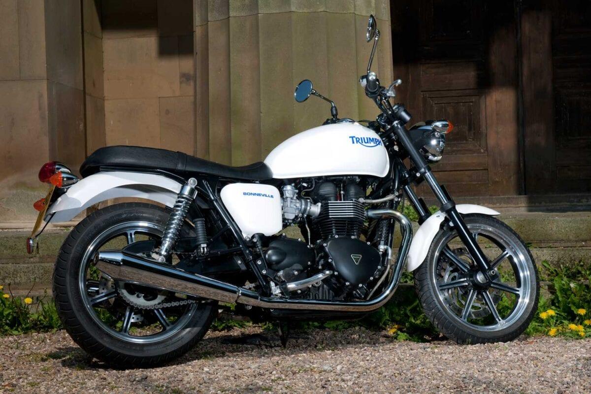 Triumph-Bonneville-vs-Kawasaki-W650-024