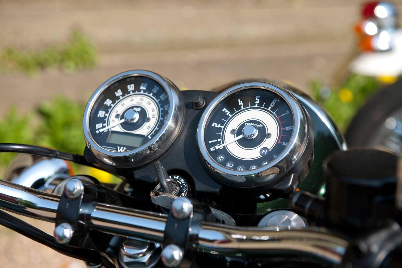 Triumph-Bonneville-vs-Kawasaki-W650-037