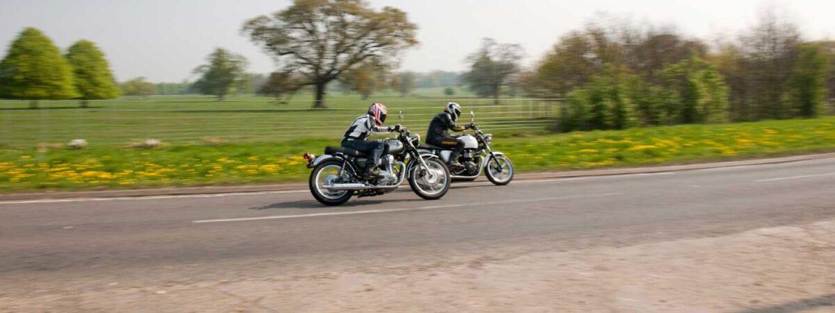 Kawasaki W800 vs Triumph Bonneville