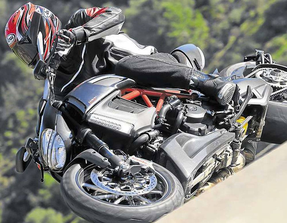 Ducati-Diavel-1