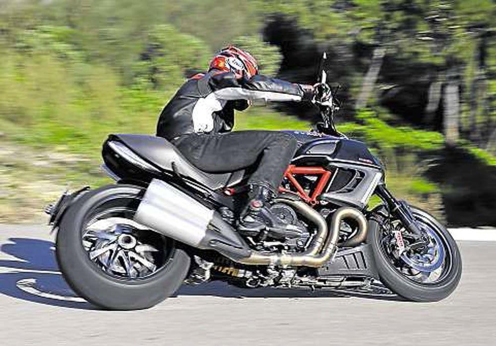 Ducati-Diavel-3