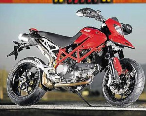 Ducati-Hypermotard-2