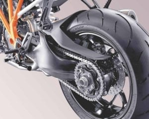 A single sided swingarm allows the exhaust to tuck up and out of the way for greater lean angles.