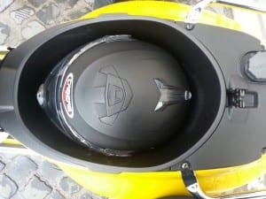 Vespa-Sprint---helmet-under-seat-(1)