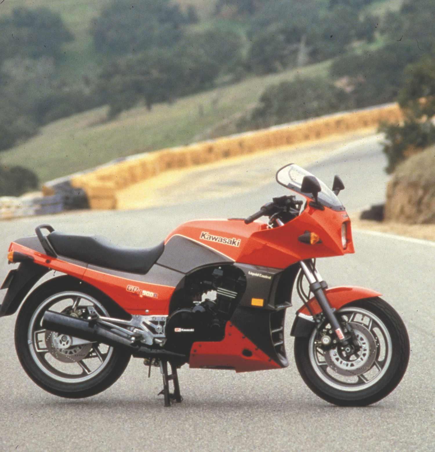 GPz900R.