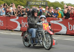 james-may-meccano-moto-in-mostra-al-national-motor-museum-a-beaulieu-james-may-s-toy-stories