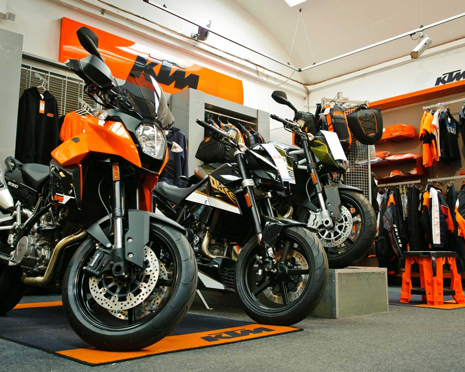 P&H-KTM-zone-in-dealership