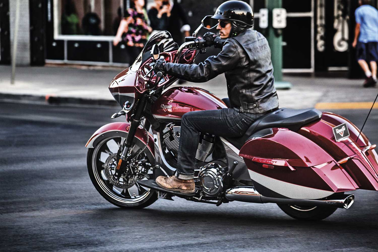 2015-baggers-cross-country-magnum-sunset-red-0540