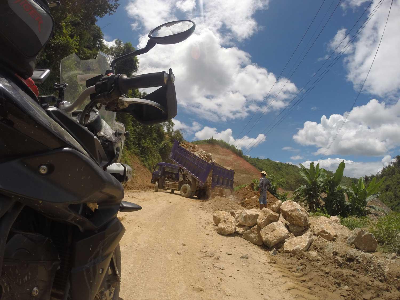 2mororider Laos-roadblock