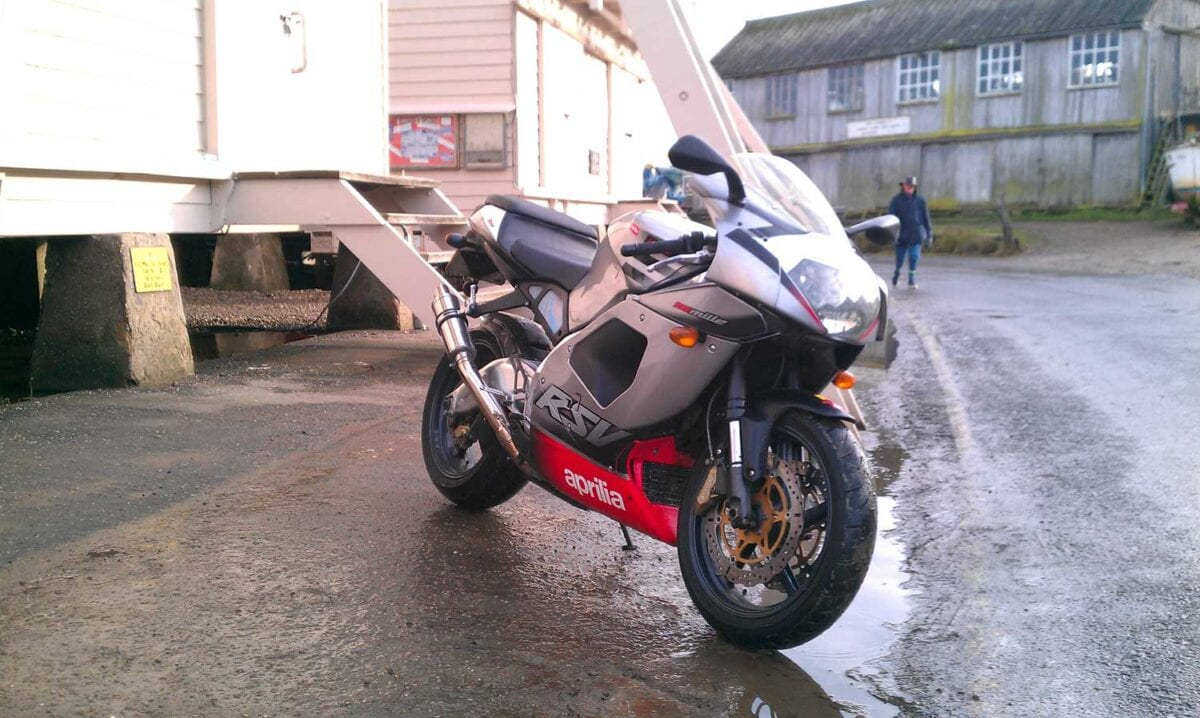 Aprilia RSV 1000 Mille002