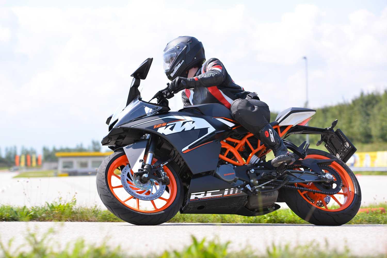KTM-RC125-010