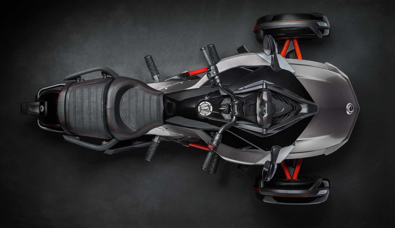 2015-Can-Am-Spyder-F3-006