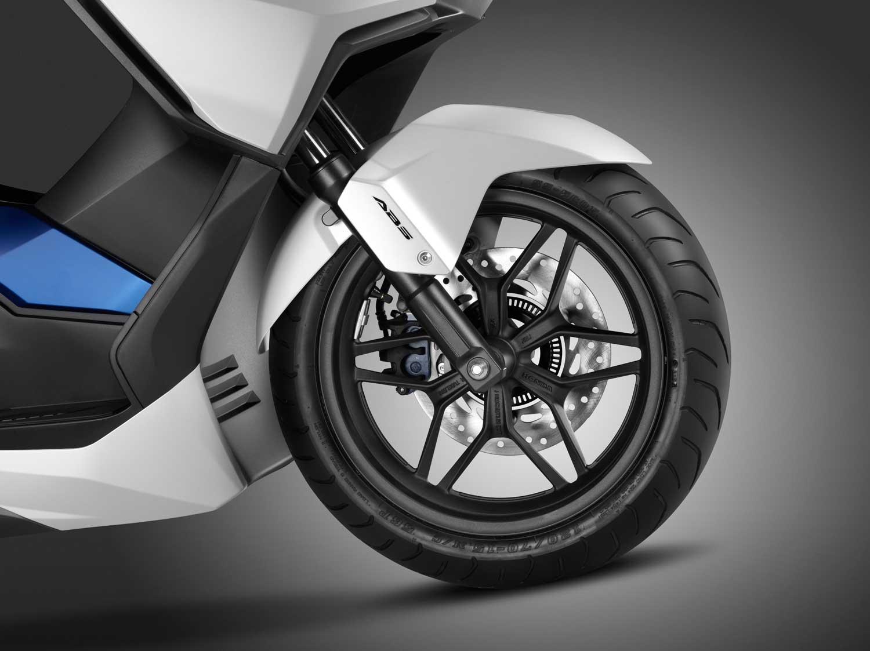 2015-Honda-Forza-125-007