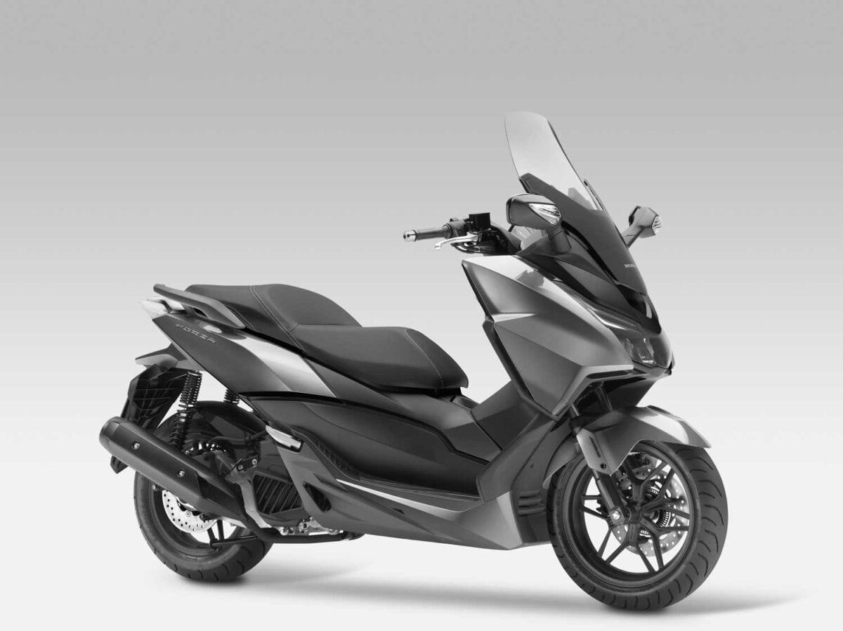2015-Honda-Forza-125-012