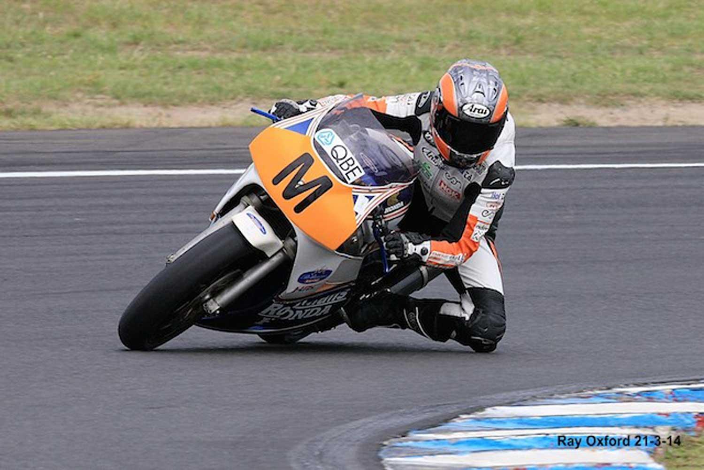 Photo VFR400 courtesy Ray Oxford