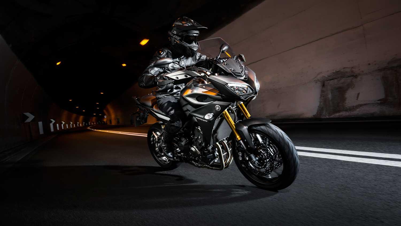 2015-Yamaha-MT-09-Tracer-006