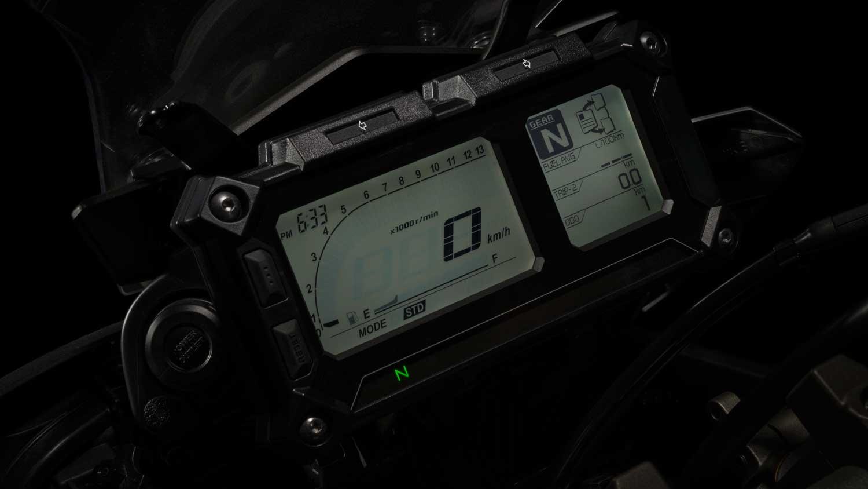 2015-Yamaha-MT-09-Tracer-020