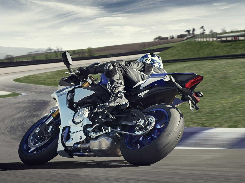 2015-Yamaha-R1-005