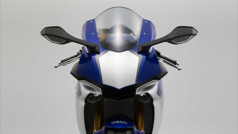 2015-Yamaha-R1-011