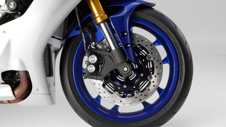 2015-Yamaha-R1-012