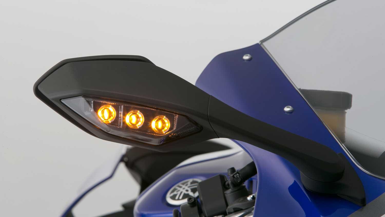 2015-Yamaha-R1-018