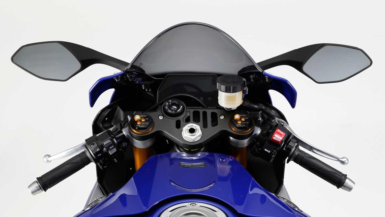 2015-Yamaha-R1-023
