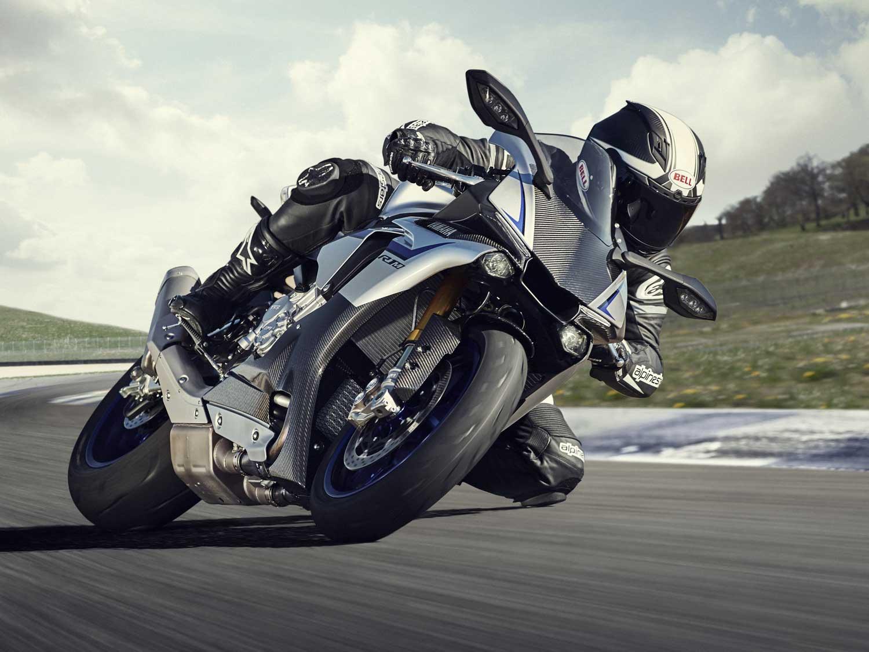 2015-Yamaha-R1M-001