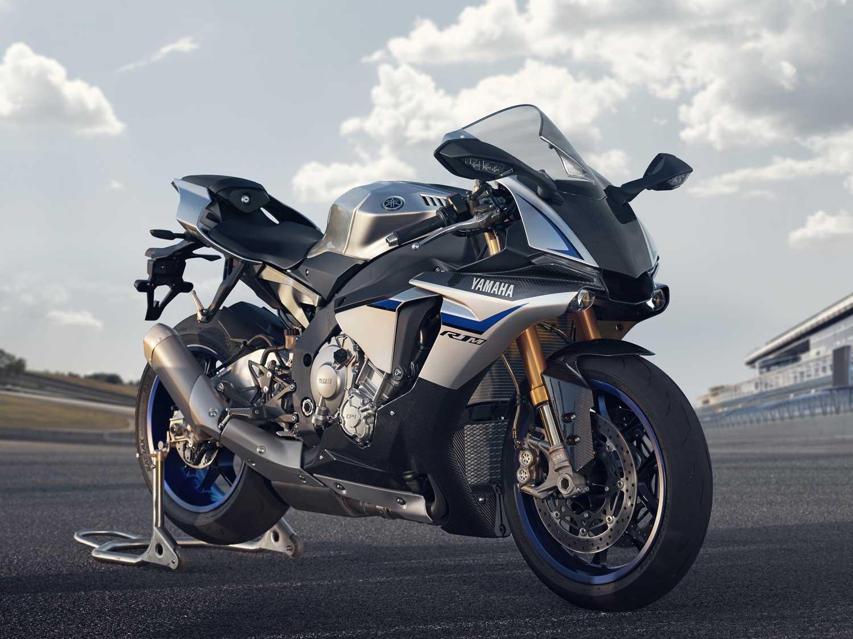 2015-Yamaha-R1M-018