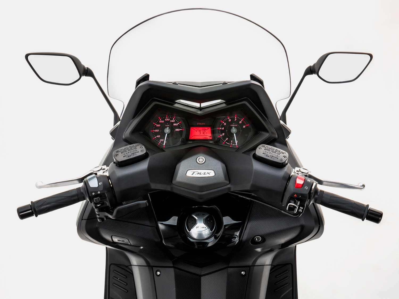 2015-Yamaha-TMAX-012