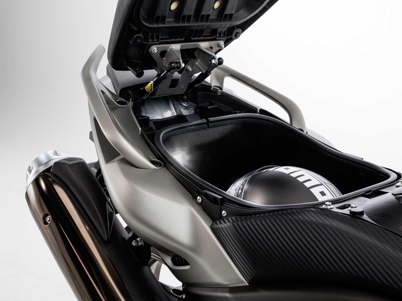 2015-Yamaha-TMAX-017
