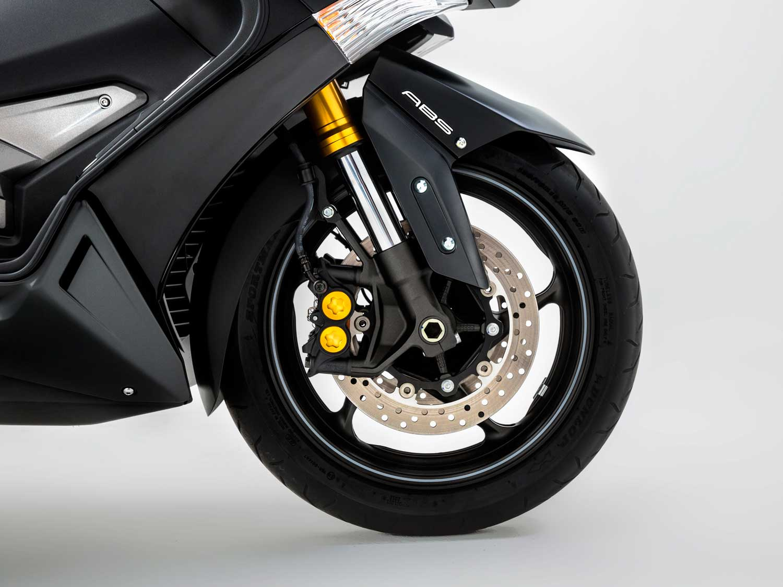 2015-Yamaha-TMAX-IRON-002