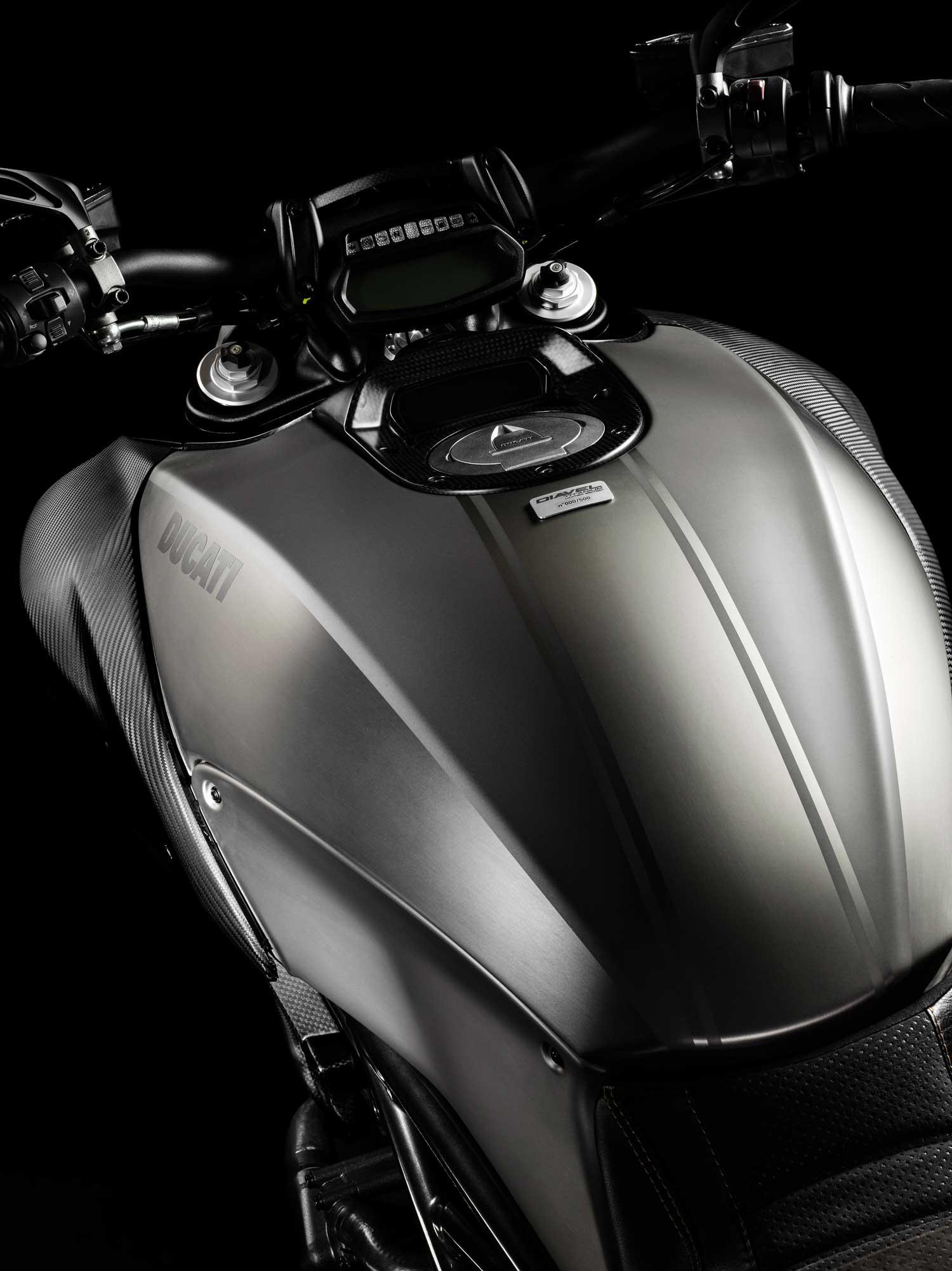 Ducati-Diavel-Titanium-003