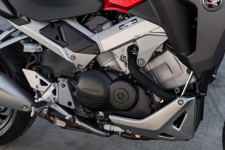 Honda-VFR800X-Crossrunner-015