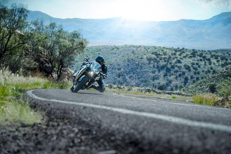 Kawasaki-H2-on-road010