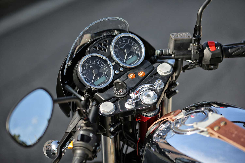 Moto-Guzzi-V7-040-11-V7-II-Racer