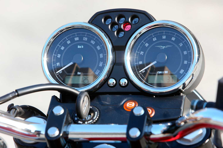 Moto-Guzzi-V7-040-25-V7-II-Special