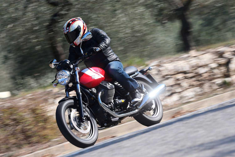 Moto-Guzzi-V7-040-AS3Y0424