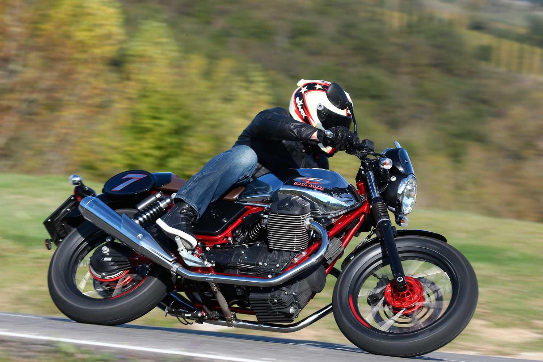 Moto-Guzzi-V7-040-AS3Y9793