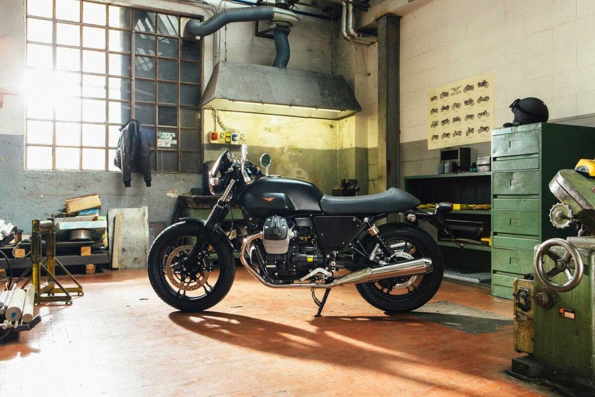 Moto-Guzzi-V7-040-V7-II-DARK-RIDER