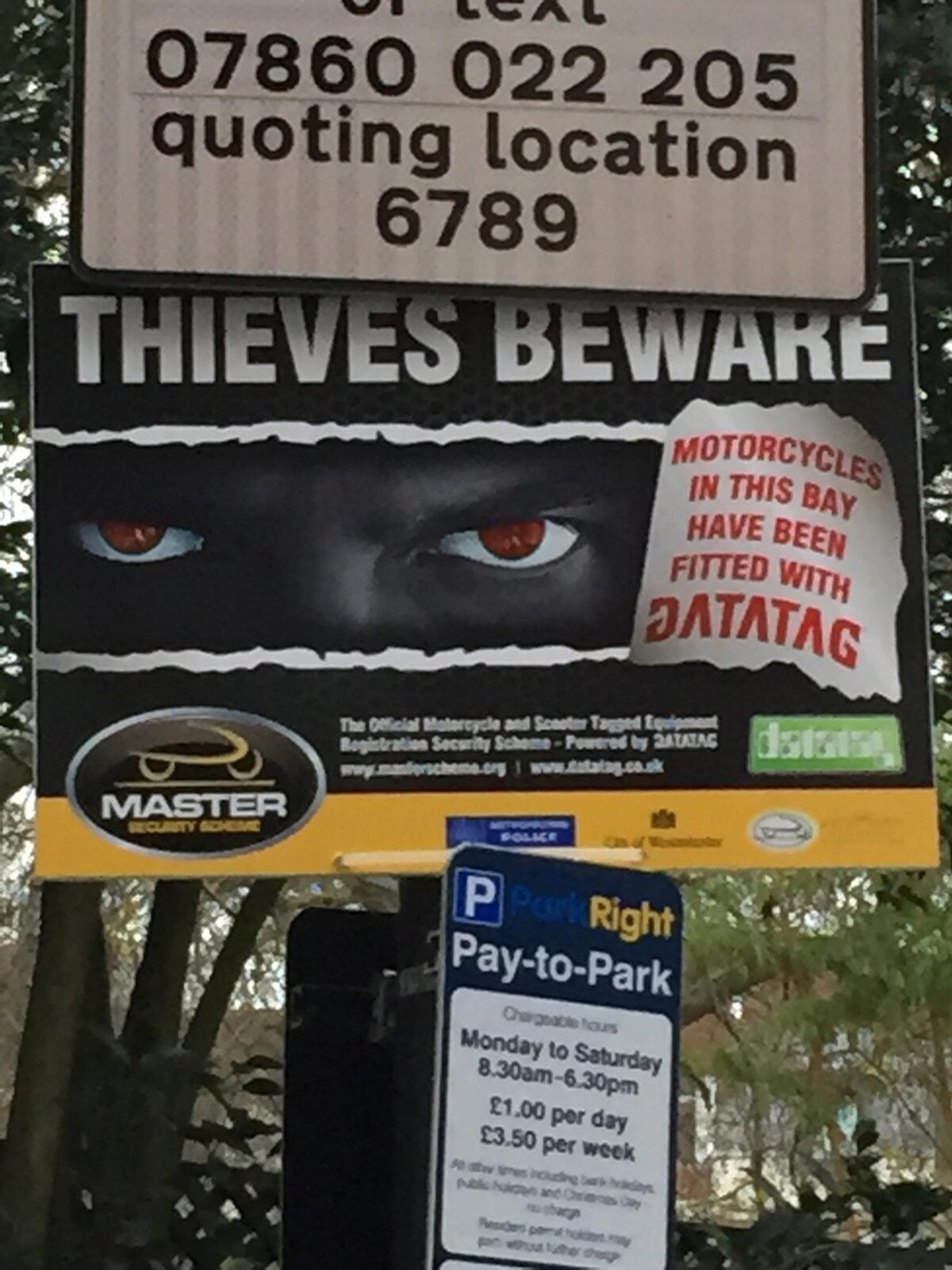 Close-up-of-'Thieves-Beware'-sign-in-St-James's-Square-London