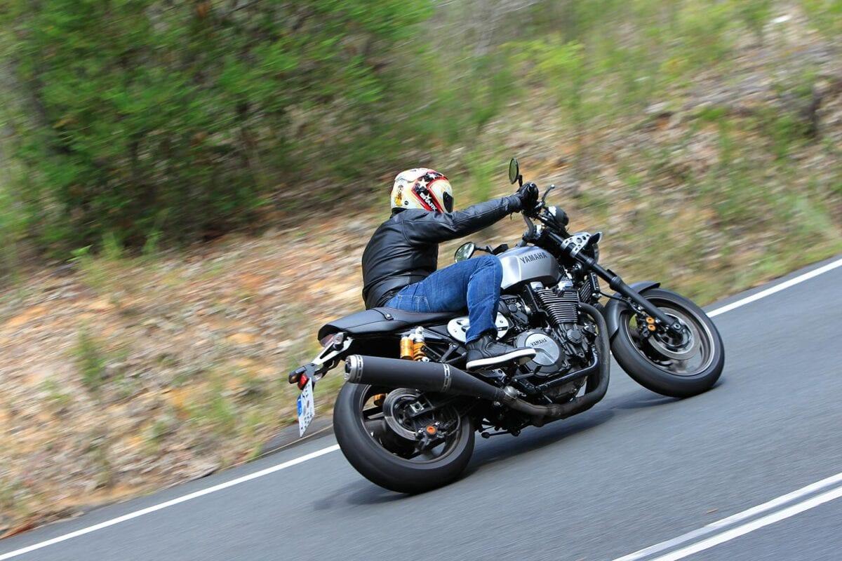 045_Yamaha-XJR1300-001