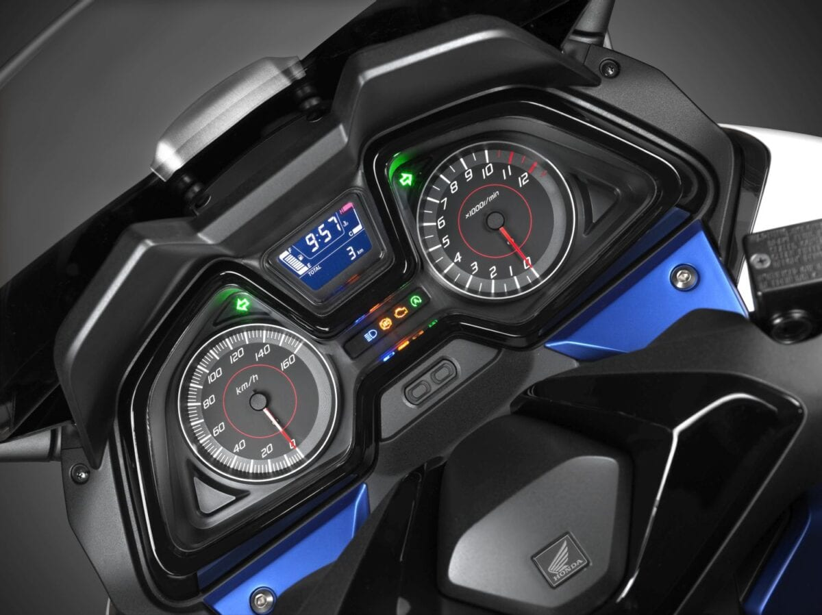 026 Forza-125-Scooter-2015-060lores