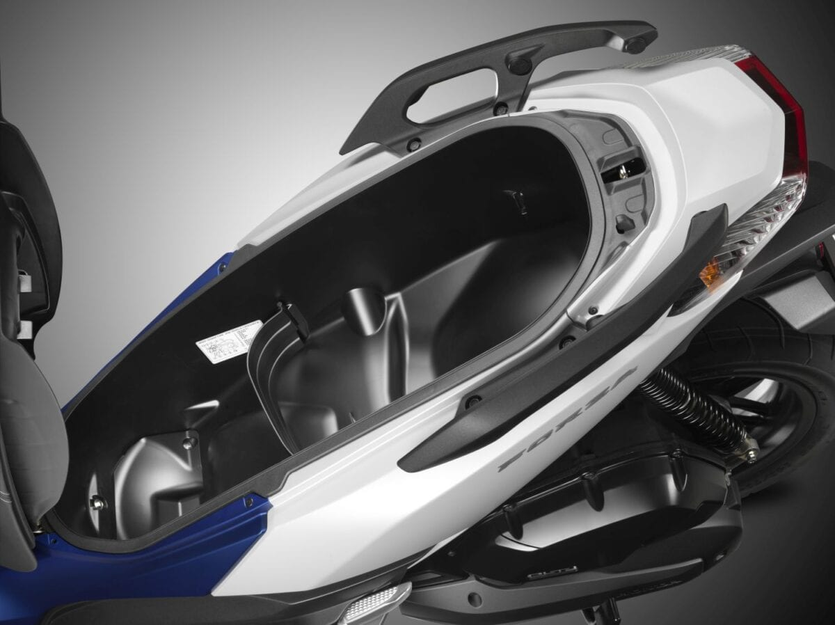 026 Forza-125-Scooter-2015-061lores