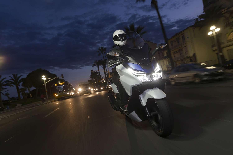 Honda_Forza_125_YM15_6802