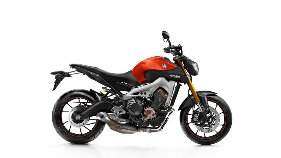 2015-Yamaha-MT-09-EU-Blazing-Orange-Studio-002