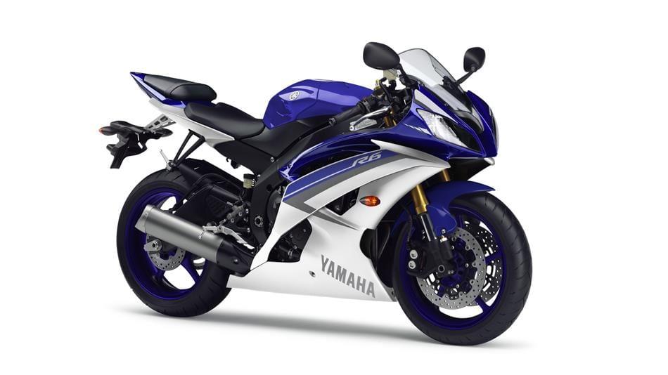 2015-Yamaha-YZF-R6-EU-Race-Blu-Studio-001