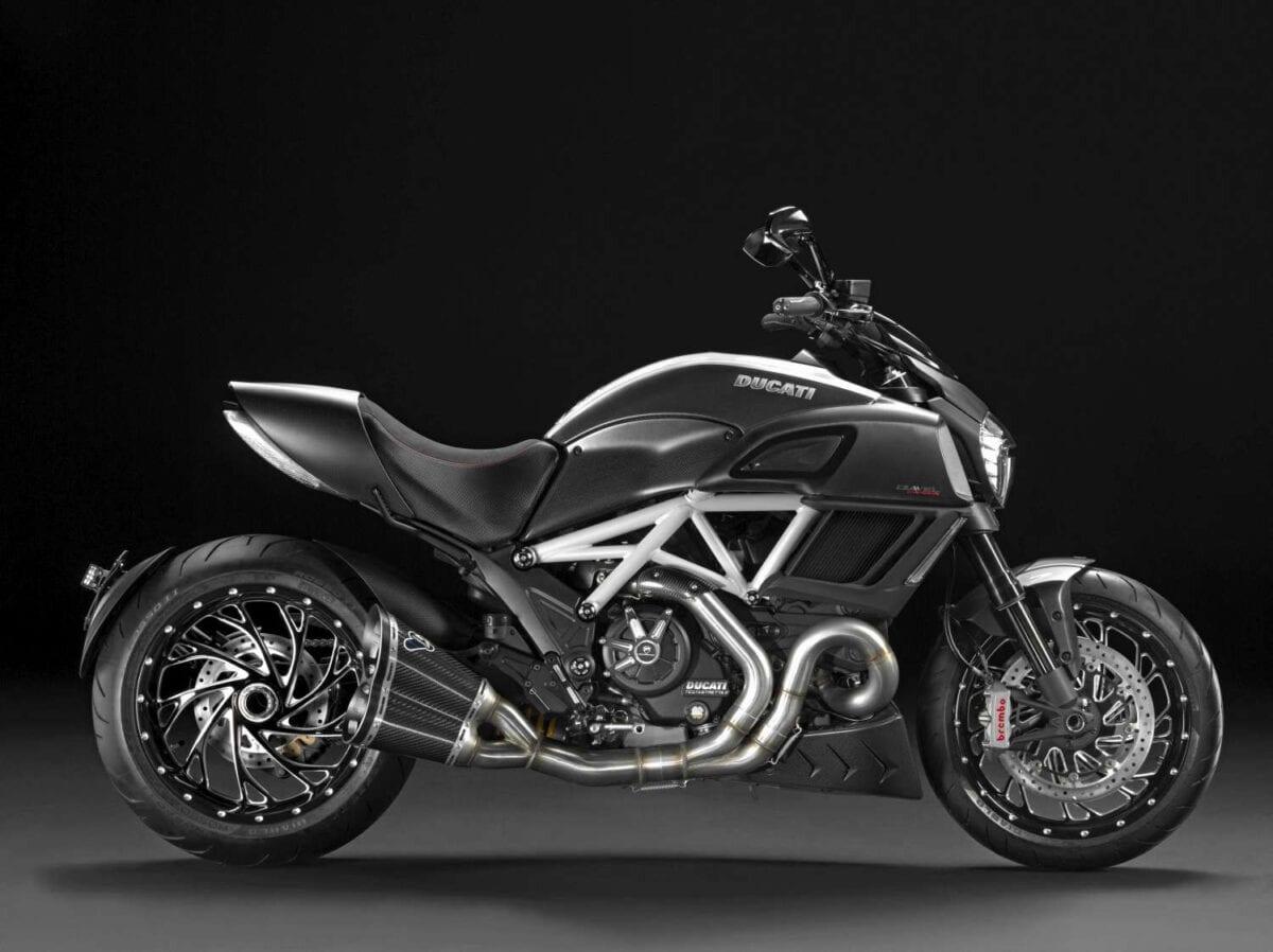 Ducati-DIAVEL-CARBON-PERFORMANCE