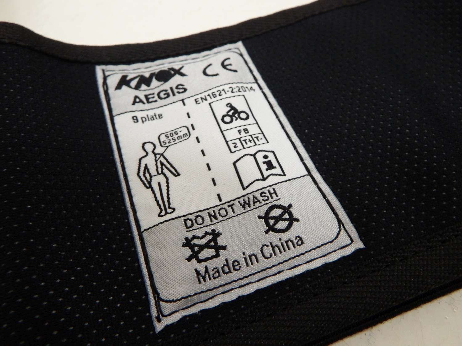leon-back-protector-label